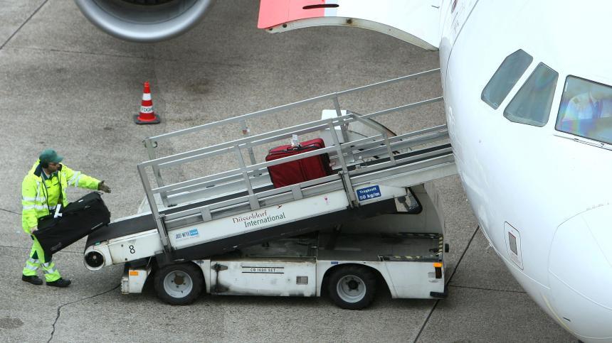 Bisakah membawa mainan mobil aki dengan menggunakan Pesawat